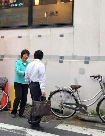 下総中山駅にて朝の挨拶2-2